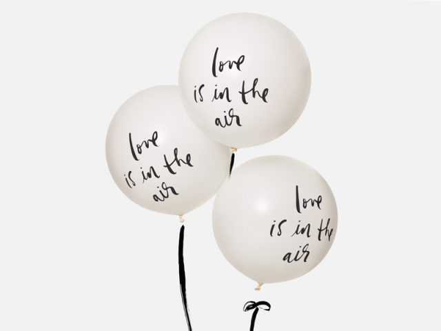 24-Kate-Spade-Love-is-in-the-air-balloons